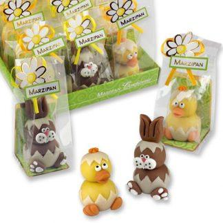 Carton d'un assortiment de 12 lapins et canards de 50g en pâte d'amande, emballés individuellement.
